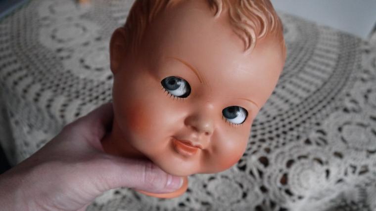 кукла из пластмассы