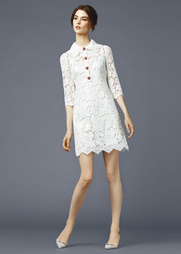 Белое платье с кружевом дольче габбана
