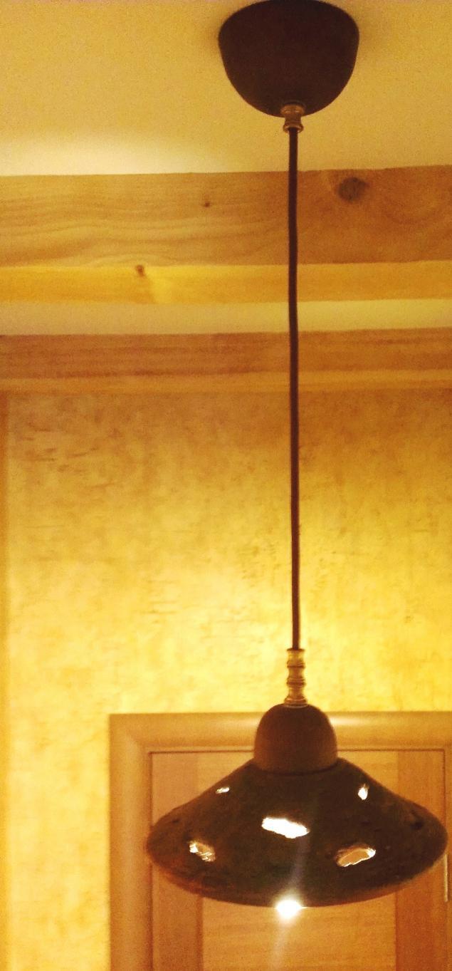 керамический плафон, керамические люстры, свет керамики, светильник над столом