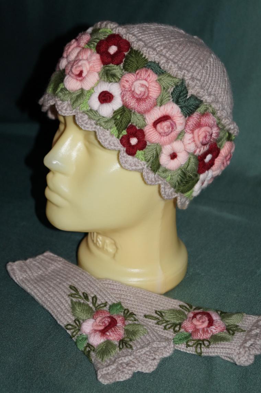 шапочка для девочки, подарок на 8 марта, шапка с ушками, объемная вышивка