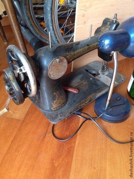 столик, швейная машинка