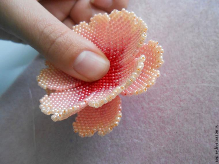 How to Make a Small Flower out of Beads, фото № 38
