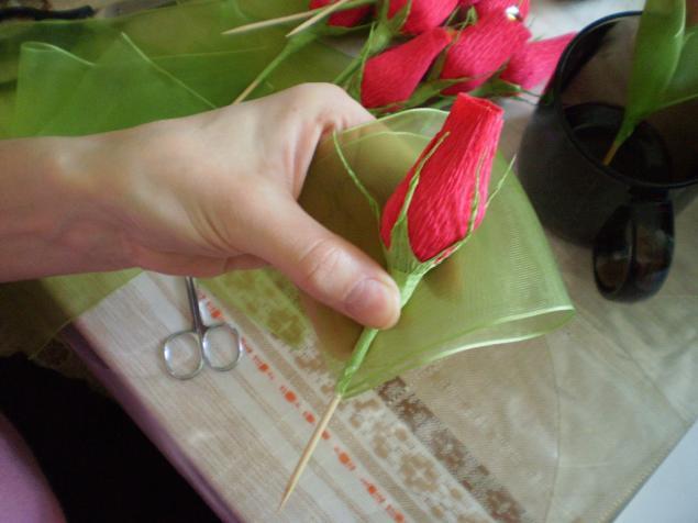 Как сделать бутон из гофрированной бумаги