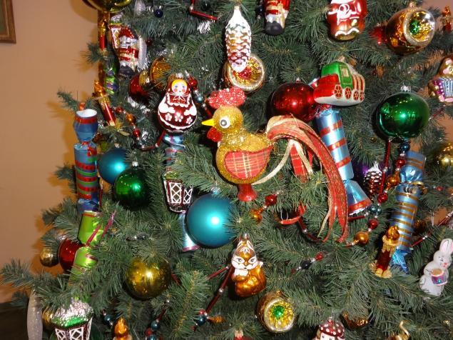 фото елок где вместо игрушек патроны испанская всемирно