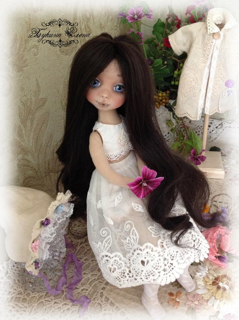 в сиреневом платье кукла