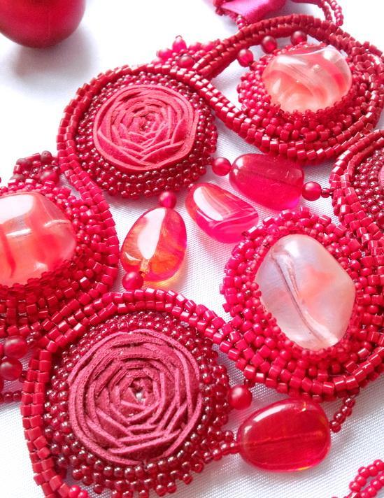 акция, красные розы