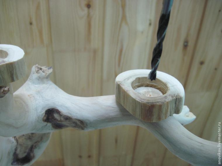 подсвечник из дерева