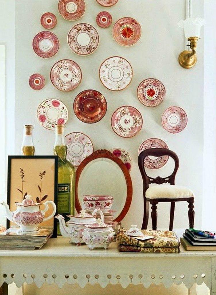 словам фотографии стен украшенных тарелками солнце