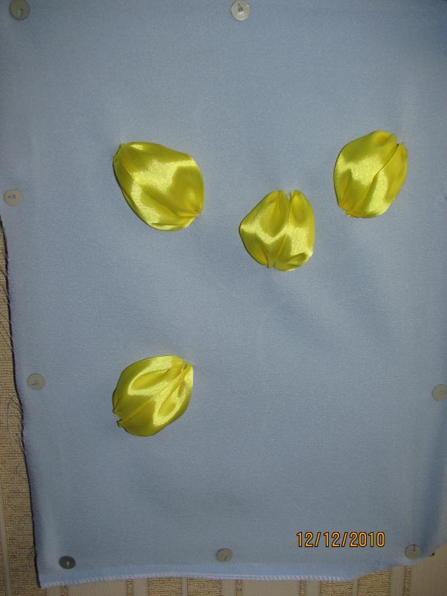 Красивыя вишивка лентами.  Украсит подушечку или же можно сделать отдельно картину в рамочке.