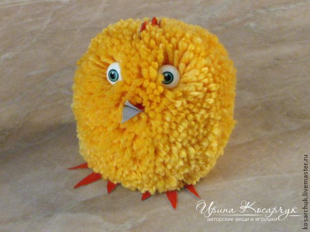 Цыпленок из помпонов своими руками видео