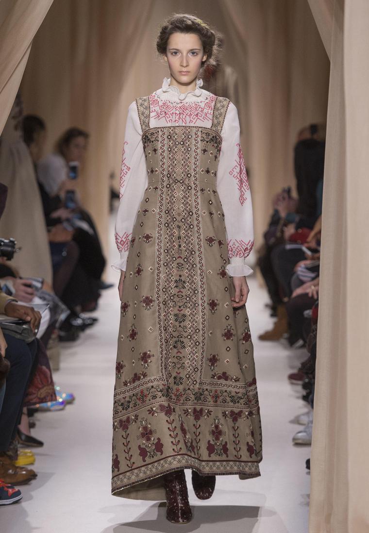 Народные костюмы в модной интерпретации: 20 элегантных образов от Valentino