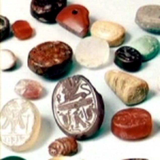 Итак, родиной бисера принято считать Древний Египет, где на протяжении многих столетий из непрозрачного стекла...