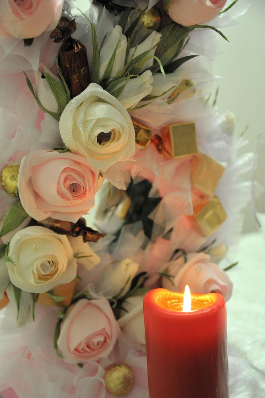 букет из конфет, свадебные аксессуары, розы, вкусный подарок, цветочная композиция