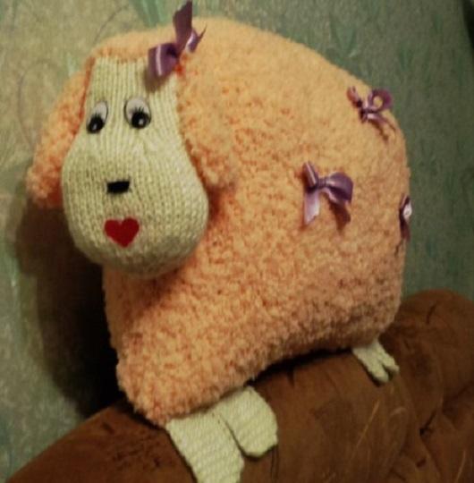 овца, символ года, символ нового года, новогодний сувенир, подарок на новый год, оригинальный подарок, подушка-игрушка, ручная работа, вязаная подушка, подушки