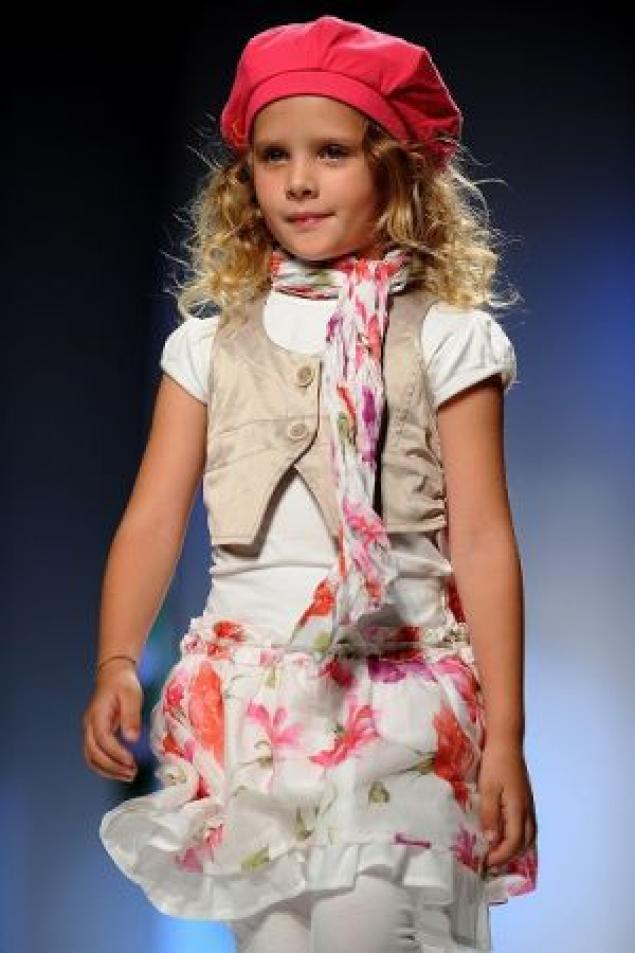Для девочек мода этого лета предлагает классический вариант высокая