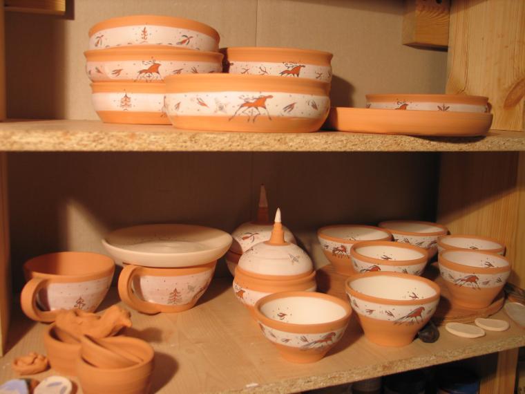 мезенская роспись, глиняная посуда
