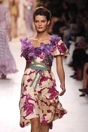 В одежде цветы