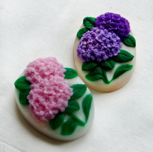 цветы, мыло в подарок