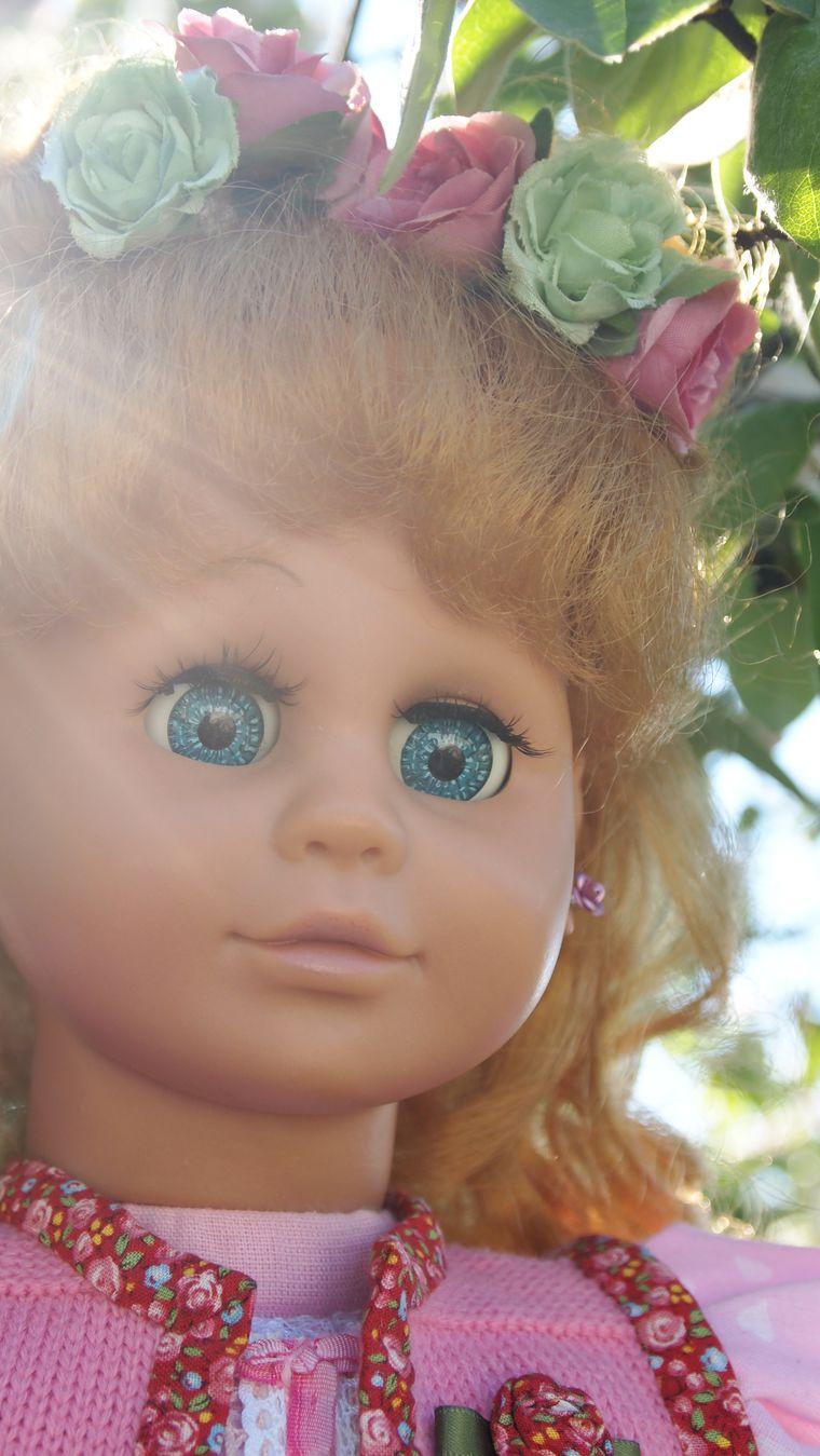 старая кукла, игрушка в подарок