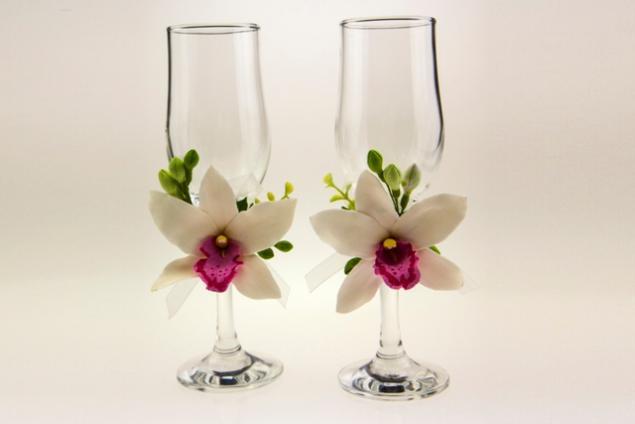 бокалы для молодоженов, ободки из цветов