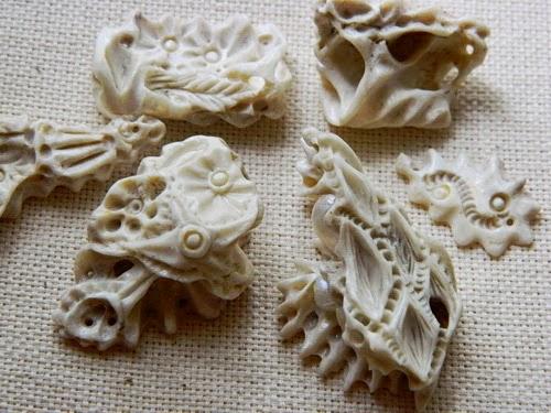 кулоны из кости