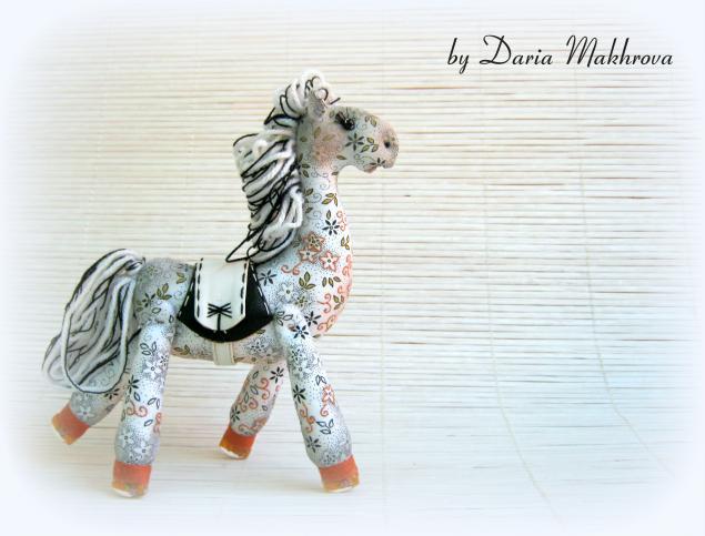 текстильная лошадка
