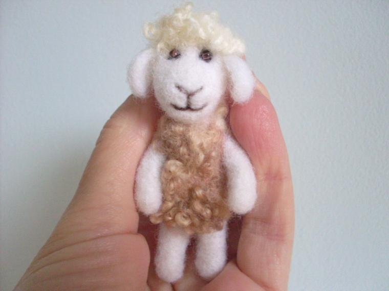 валяная овца