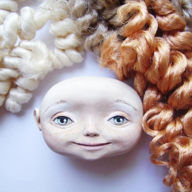 Как пришить волосы текстильной кукле из тресс видео