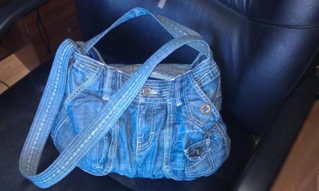 5a0315dfbcc0 Модная сумка из старых джинсов – мастер-класс для начинающих и  профессионалов