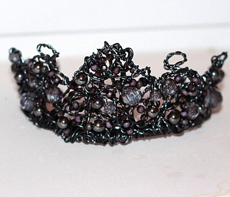 корона, черный