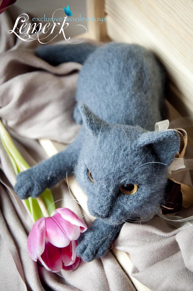 валяная кошка