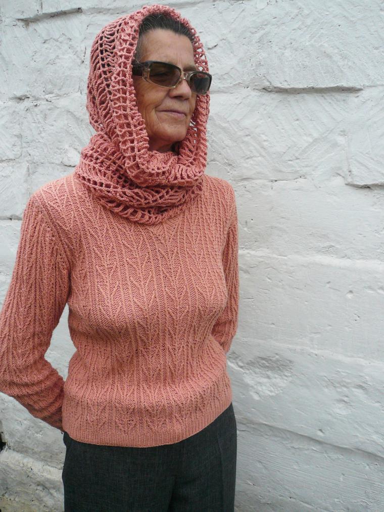 пуловер персик, пуловер вязаный спицами, ручное вязание