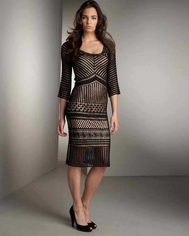 Деревня черное платье