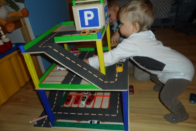Детская стоянка для машин своими руками из древесины