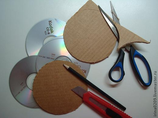 Подставка под чашки из дисков