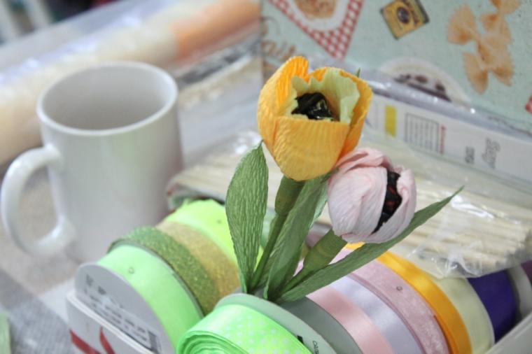 свит-дизайн, крокусы из конфет