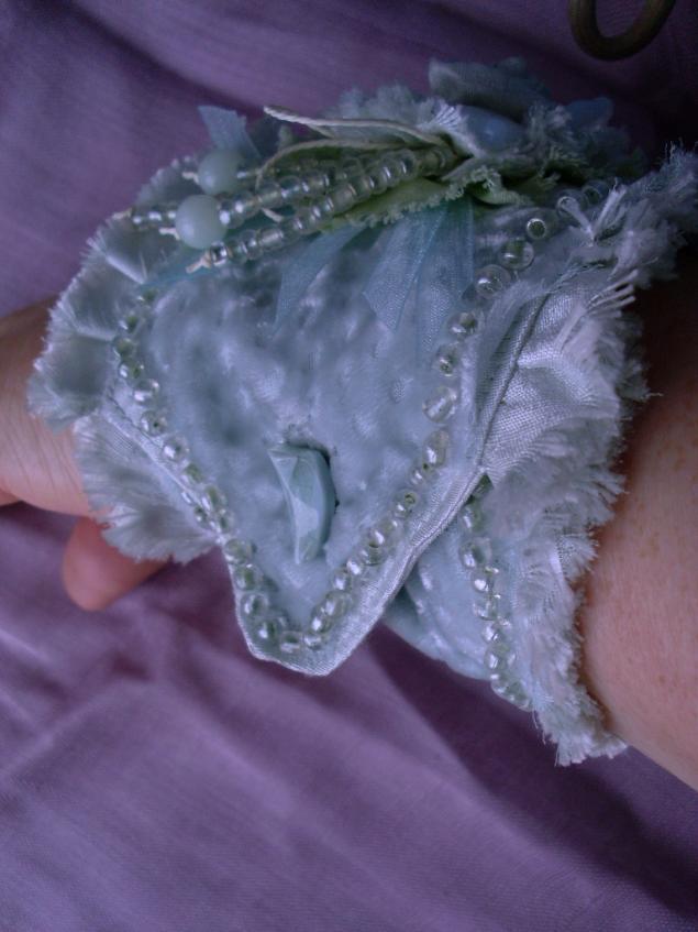 мягкий браслет из ткани