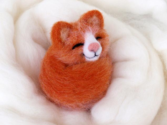 спящий котенок, игрушка из шерсти