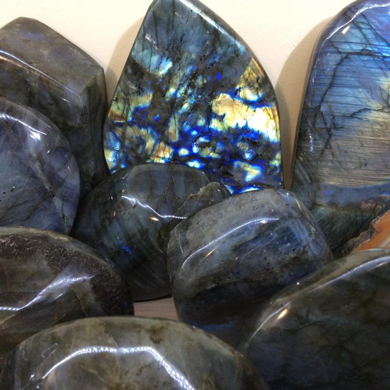 купить минералы, камни натуральные, талисманы, подарки