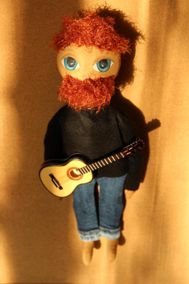 подарок своими руками, прическа для тыквоголовок, кукла с гитарой