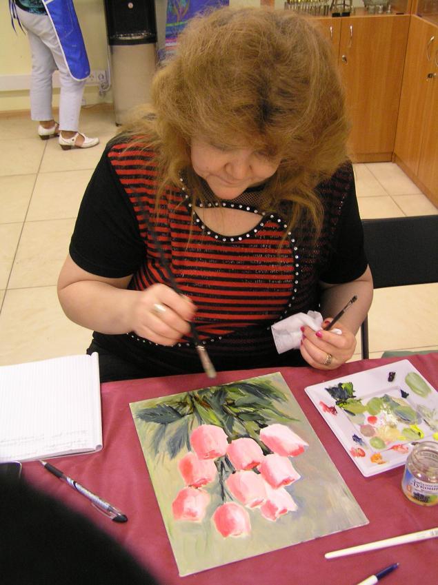 Как сделать цветы из атласных лент - шедевры своими