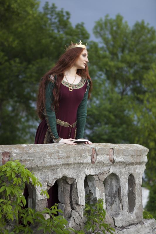 средневековое платье, корона, венец, шерстяное платье, принцесса, королева