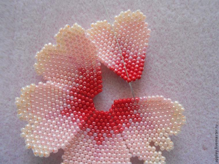 How to Make a Small Flower out of Beads, фото № 31