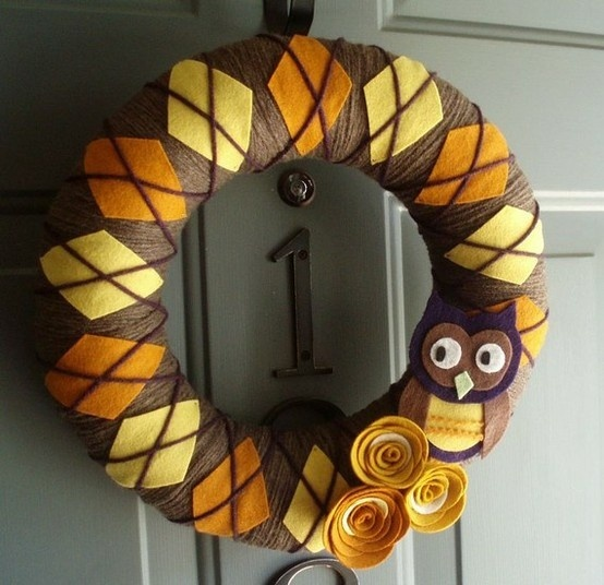 owl wreath need for my classroom door...but in blue and gold!;)