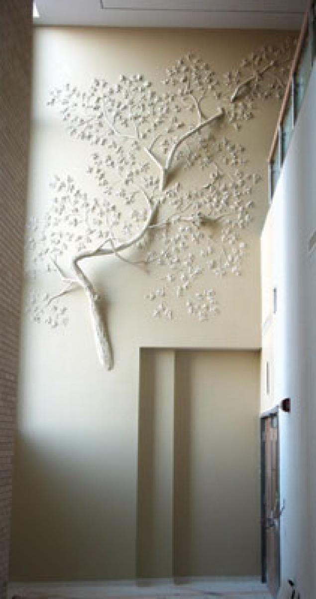 Деревья растут прямо из стен