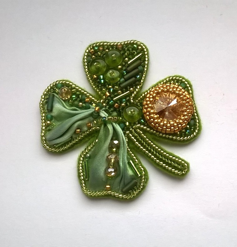 DIY on Creating a Cloverleaf Brooch for Luck, фото № 13