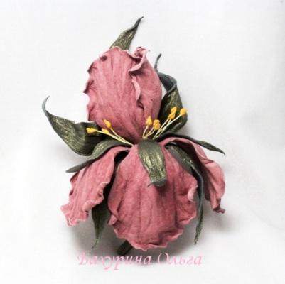 ирисы, цветы ручной работы, брошь из кожи, кожаные цветы, цветоделие, мастер класс