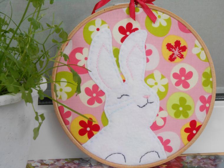 hoop art, зайка, белый кролик, для интерьера