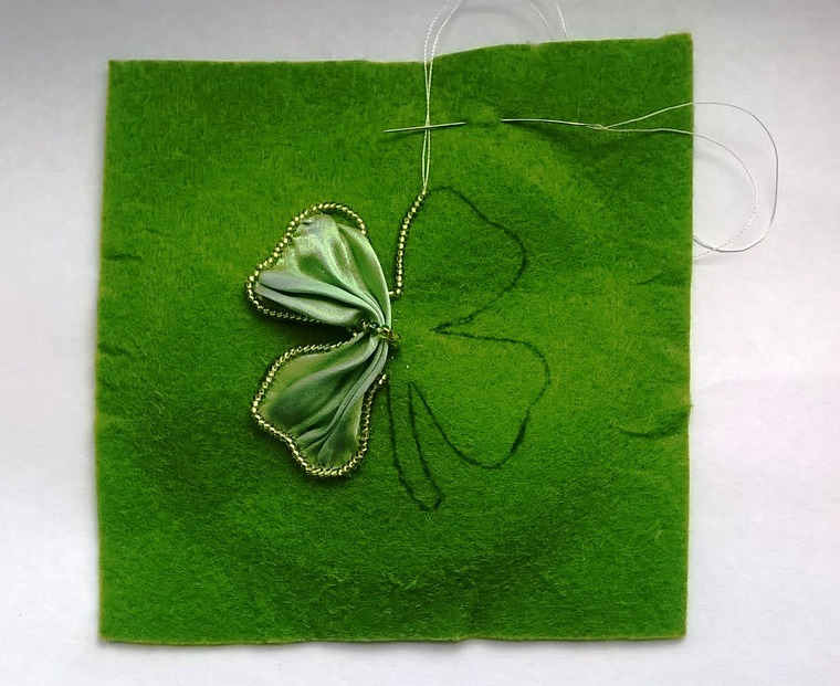 DIY on Creating a Cloverleaf Brooch for Luck, фото № 5