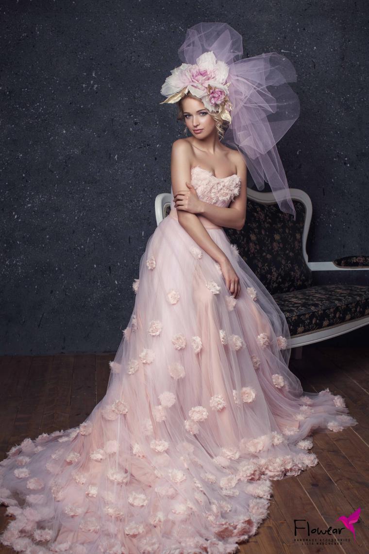 невеста, крупная брошь